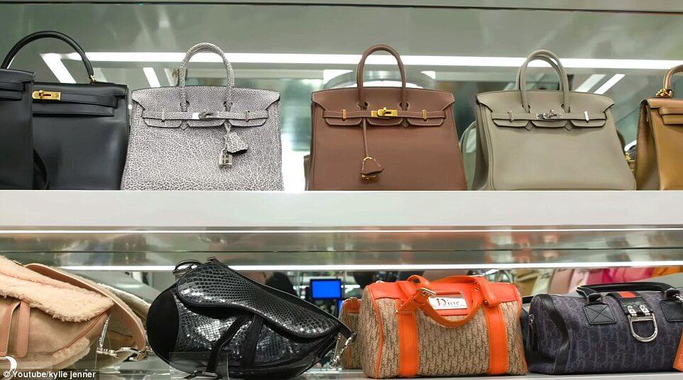 Các loại túi xách đang được cung cấp