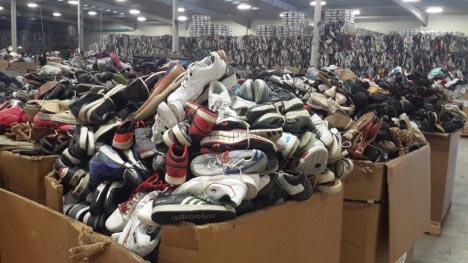 Giày hàng thùng là gì?