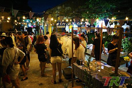 Chợ Đèn - Chợ đêm đồ cũ