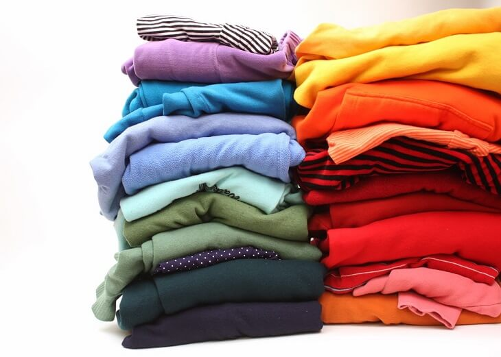 Phân loại quần áo trước các cách xử lý quần áo hàng thùng