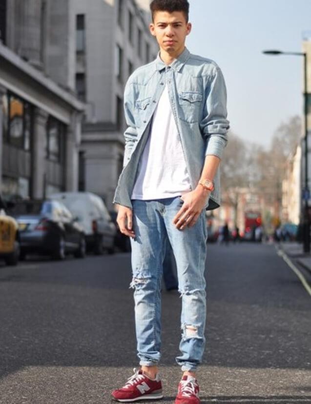 ao so mi denim va ao thun trang voi quan jeans rach