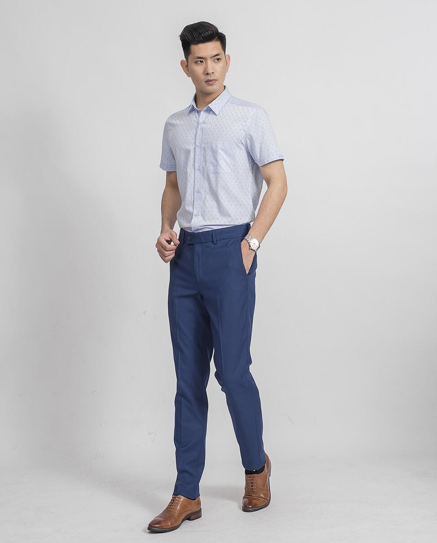 áo sơ mi xanh nhạt và quần tay xanh dam